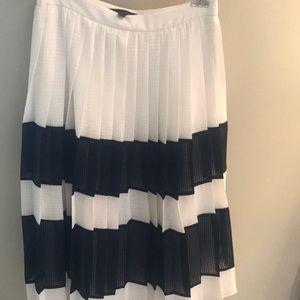Beautiful midi pleated skirt